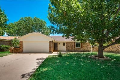 Watauga Single Family Home For Sale: 7540 N Meadowlark Lane N