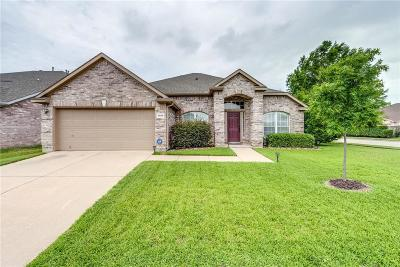 North Richland Hills Single Family Home For Sale: 5609 Meadows Way