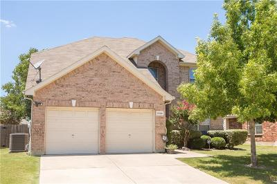 Arlington Single Family Home For Sale: 7805 Quiet Waters Drive