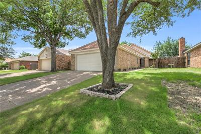 Fort Worth Single Family Home For Sale: 10619 Tall Oak Drive