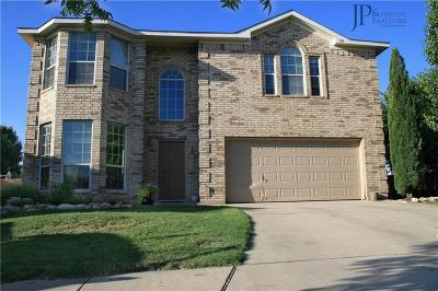 Fort Worth Single Family Home For Sale: 704 Agora Court