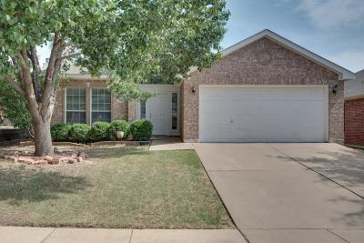 Fort Worth TX Single Family Home For Sale: $220,000