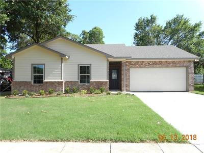 Garland TX Single Family Home For Sale: $160,000
