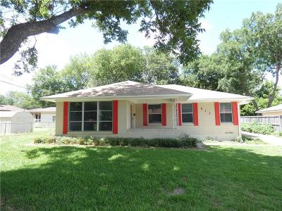 Garland Single Family Home For Sale: 913 Parkmont Drive