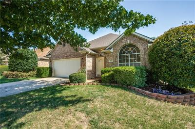 Lewisville Single Family Home For Sale: 829 Pinnacle Circle