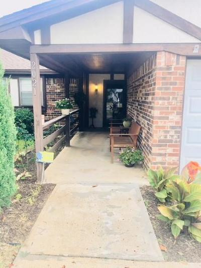 Bedford Single Family Home For Sale: 2021 Memphis Drive