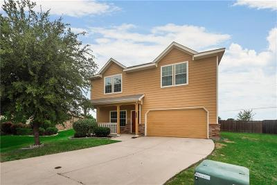 Fort Worth Single Family Home For Sale: 12200 Hunters Knoll Drive