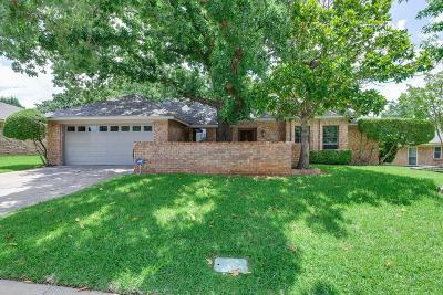 Hurst Single Family Home For Sale: 2056 Parkridge Drive