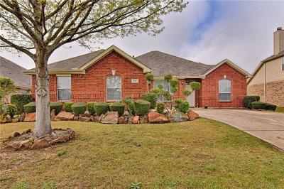 Grand Prairie Single Family Home For Sale: 815 Fair Oaks Drive
