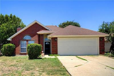 Haltom City Single Family Home For Sale: 4261 Goodnight Circle