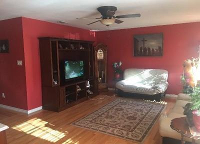 Grand Prairie Single Family Home For Sale: 825 N Pangburn Street N