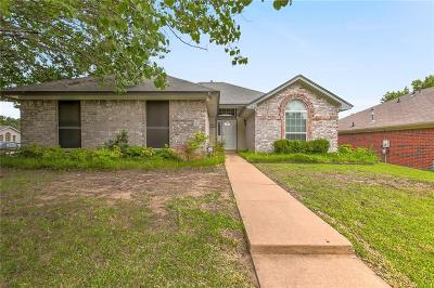 Fort Worth Single Family Home For Sale: 736 Lionel Way