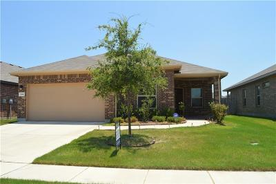 Fort Worth Single Family Home For Sale: 1064 Meadow Scape Drive