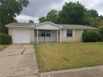 Dallas Single Family Home For Sale: 2329 Clover Ridge Drive