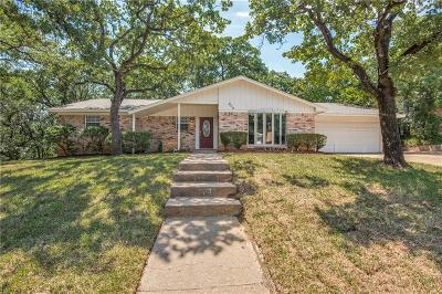 Bedford Single Family Home For Sale: 809 Wade Drive