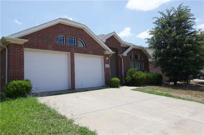 Fort Worth TX Single Family Home For Sale: $185,000