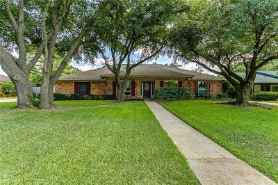Bedford Single Family Home For Sale: 1700 Wimbleton Drive