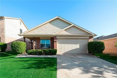 Cross Roads Single Family Home For Sale: 8812 Chisholm Trail