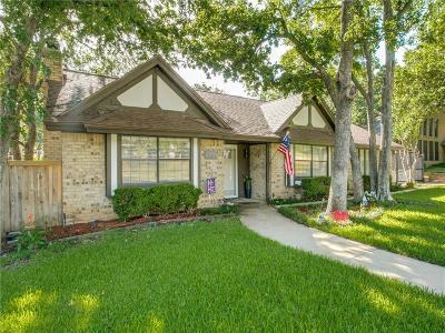 Hurst Single Family Home For Sale: 2233 Hurstview Drive