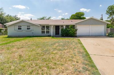 Hurst Single Family Home For Sale: 1161 Valley View Drive