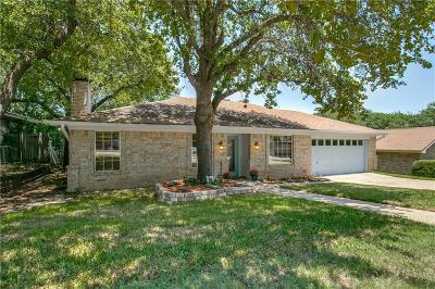 Bedford Single Family Home For Sale: 1701 Bedford Oaks Drive