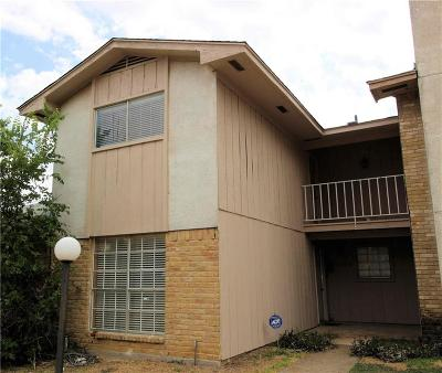 Grand Prairie Townhouse For Sale: 1402 S Carrier Parkway #104