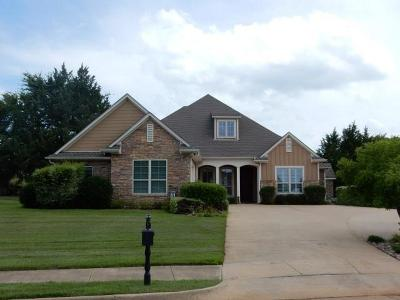 Lindale Single Family Home Active Contingent: 208 Shanna Trace