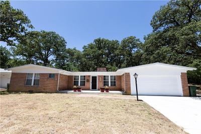 Tarrant County Single Family Home For Sale: 1326 S Pecan Street