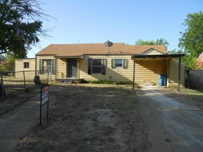 Breckenridge Single Family Home For Sale: 1201 W Hullum Street