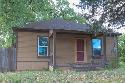 Pilot Point Single Family Home For Sale: 301 W Main Street