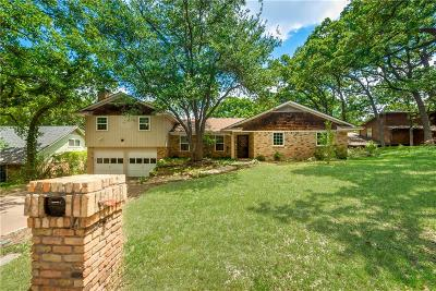 Arlington Single Family Home For Sale: 717 Red Oak Lane