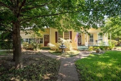 Granbury Single Family Home For Sale: 1002 W Pearl Street