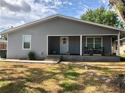 Sherman Single Family Home For Sale: 200 W McLain Drive