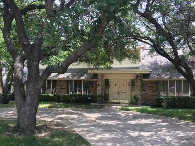 Grand Prairie Single Family Home For Sale: 1910 N Carrier Parkway