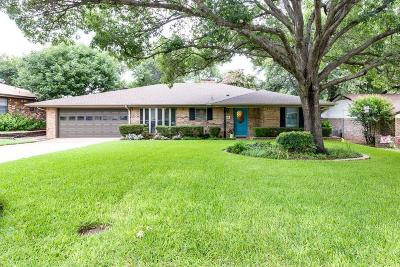 Grapevine Single Family Home For Sale: 1518 Overlook Drive