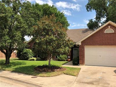 Bedford Residential Lease For Lease: 1405 Danielle Drive