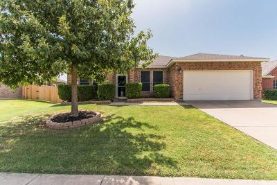 Denton County Single Family Home For Sale: 3421 Roxie Drive