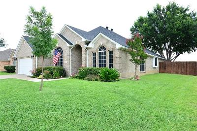 Haltom City Single Family Home For Sale: 5856 Echo Bluff Drive