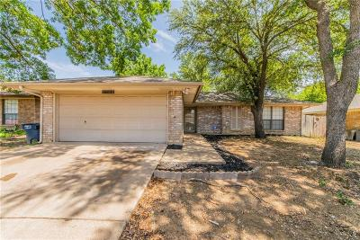 Fort Worth Single Family Home For Sale: 2704 Meadow Ridge
