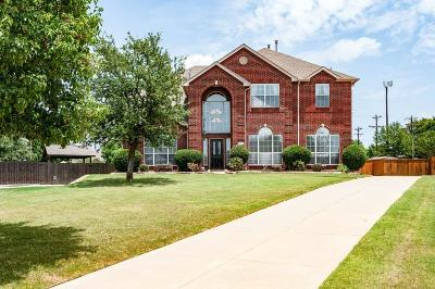 Tarrant County Single Family Home For Sale: 523 Charrington Drive