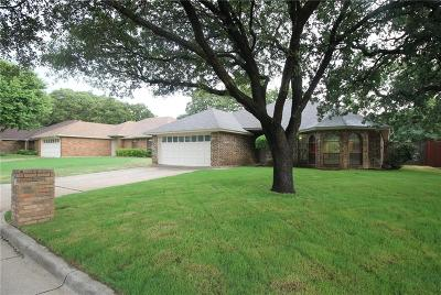 Arlington Single Family Home For Sale: 2136 Chapel Downs Drive