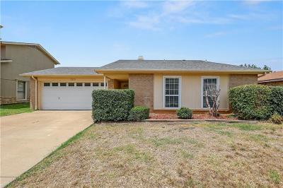 Arlington Single Family Home For Sale: 2323 Newbury Drive