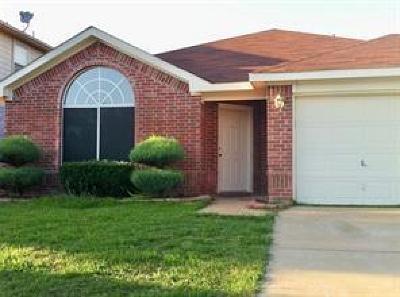 Arlington Single Family Home For Sale: 303 Dakota Drive