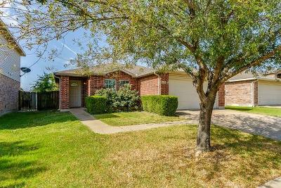 Fort Worth Single Family Home For Sale: 5345 Lava Rock Drive