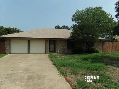 Kennedale Single Family Home For Sale: 200 Bowles Court