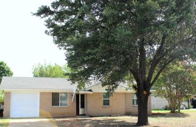 Single Family Home For Sale: 1100 Bryan Circle