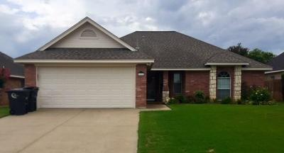 Cleburne Single Family Home For Sale: 709 Hillcrest