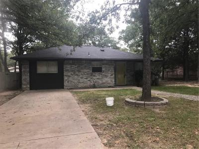 Azle Single Family Home For Sale: 824 Red Oak Court