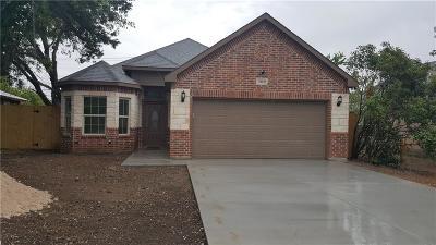 Tarrant County Single Family Home For Sale: 209 E Fogg Street