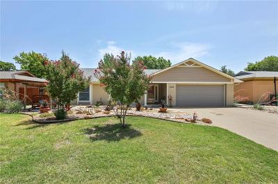 Grapevine Single Family Home For Sale: 1225 Airline Drive